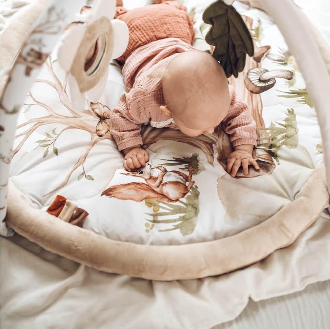 Csúszda, hinta, játszószőnyeg - babaparadicsom a lakásban